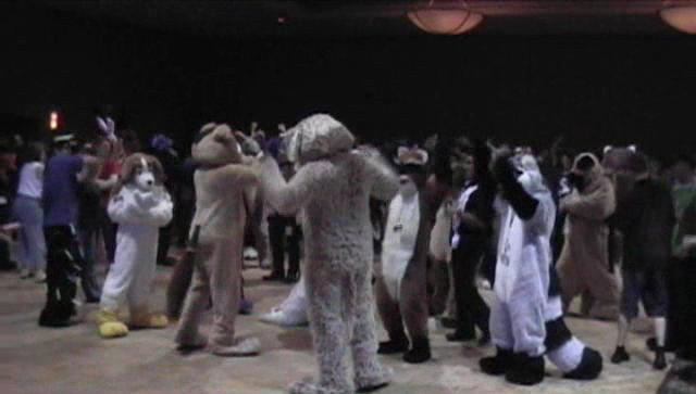 Archivo:Anthrocon2005dance.jpg