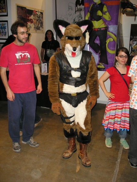 Archivo:ZorroRe fursuit.jpg