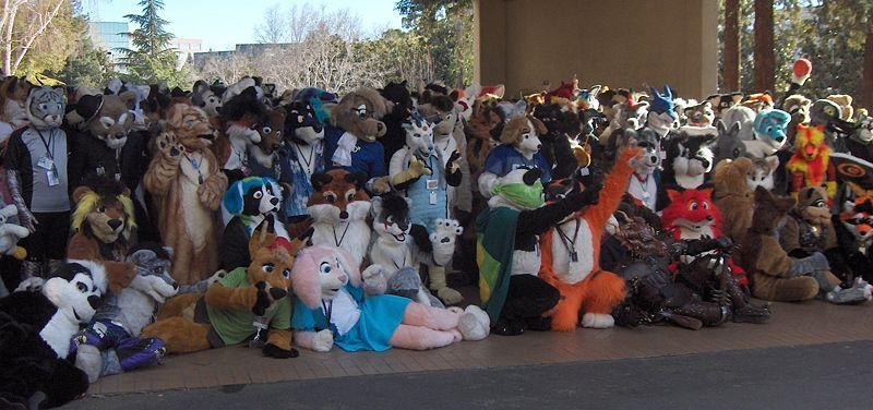 Archivo:GR FC2007 fursuit post-parade photoshoot.jpg